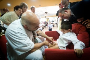 Kerim Oezguel, 8 years, is circumcised by Murat Oezkan, this happens in a hall in front of all relatives.